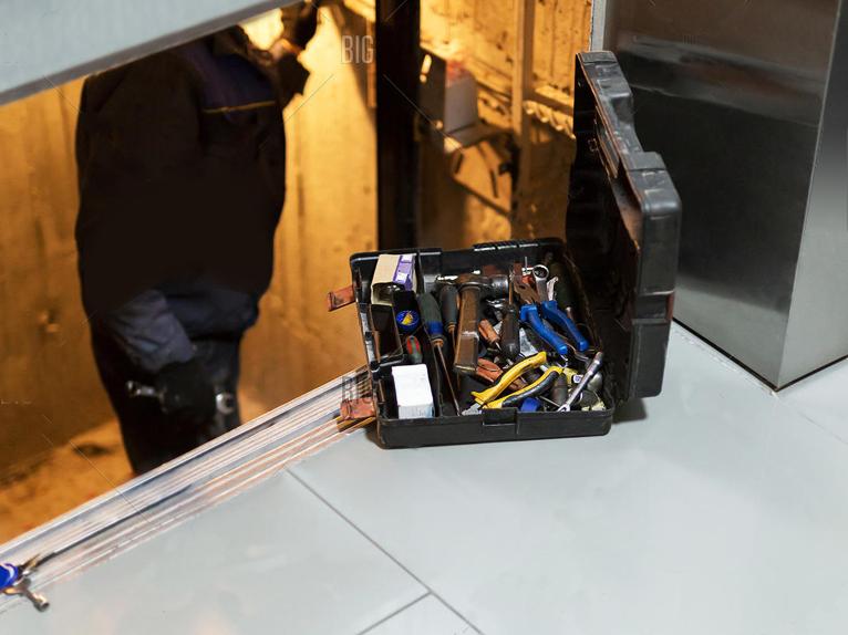 Adjusting lift mechanism